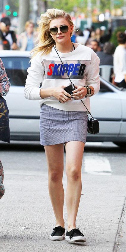 blue-light-mini-skirt-white-sweater-sweatshirt-black-bag-sun-wear-style-fashion-spring-summer-black-shoe-sneakers-celebrity-blonde-weekend.jpg