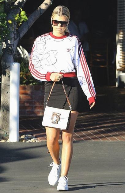 black-mini-skirt-white-sweater-sweatshirt-graphic-white-shoe-sneakers-blonde-pony-sun-sofiarichie-spring-summer-weekend.jpg