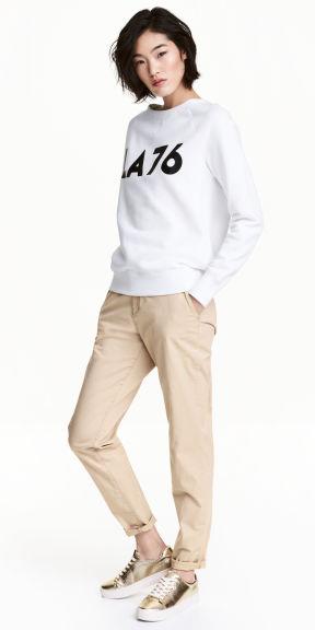 tan-chino-pants-white-sweater-sweatshirt-tan-shoe-sneakers-metallic-fall-winter-brun-weekend.jpg