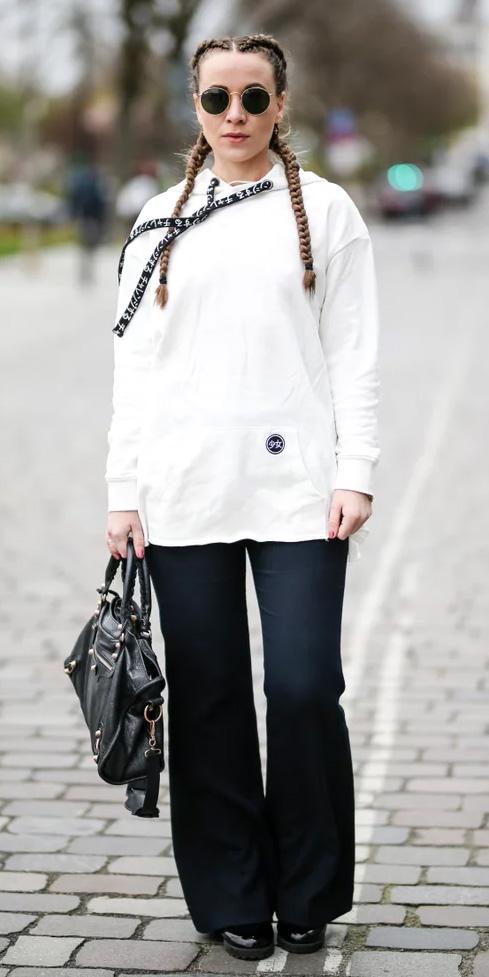 black-wideleg-pants-white-sweater-sweatshirt-hoodie-sun-hairr-braids-black-bag-black-shoe-booties-fall-winter-lunch.jpg
