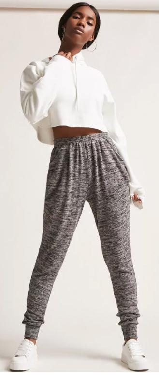 grayl-joggers-pants-white-sweater-sweatshirt-hoops-pony-white-shoe-sneakers-howtowear-fall-winter-brun-weekend.jpg