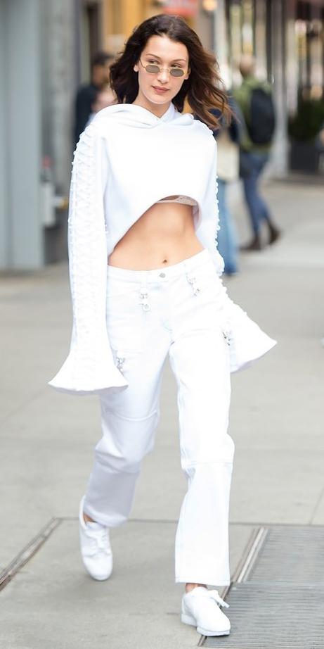 white-boyfriend-jeans-white-sweater-sweatshirt-hairr-sun-white-shoe-sneakers-spring-summer-weekend.jpg