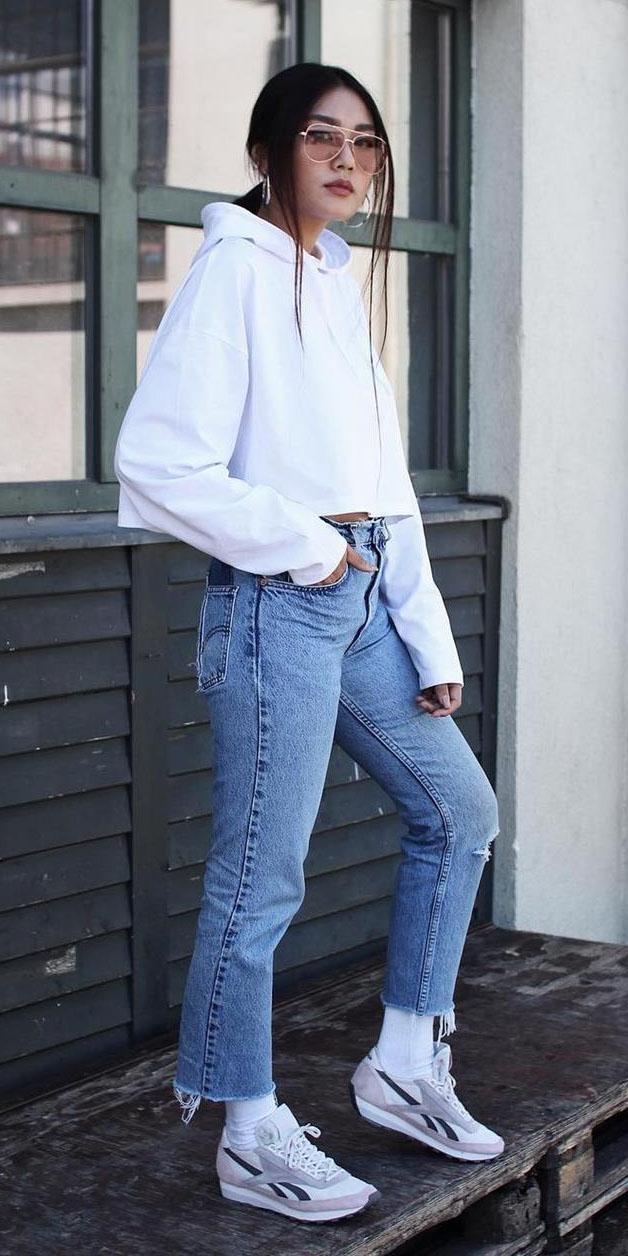 blue-med-crop-jeans-white-sweater-sweatshirt-hoodie-sun-brun-socks-white-shoe-sneakers-fall-winter-weekend.jpg