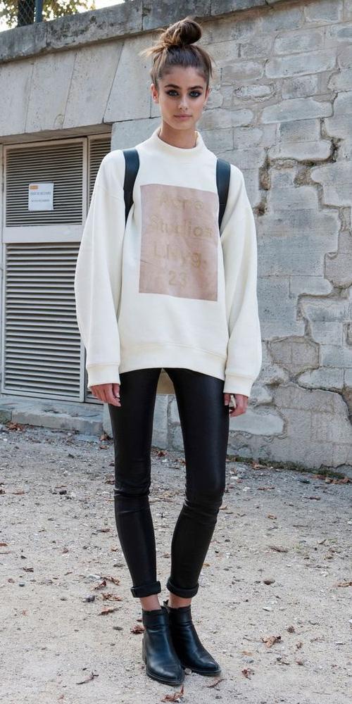 black-leggings-white-sweater-sweatshirt-bun-black-shoe-booties-modelstreetstyle-fall-winter-hairr-weekend.jpg