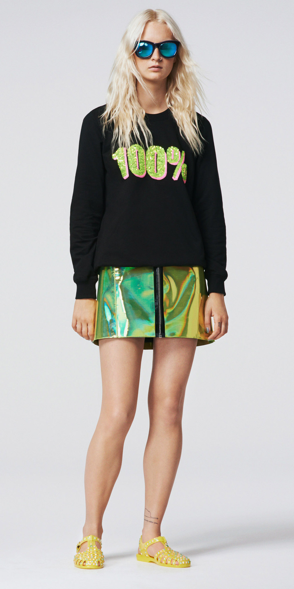 green-emerald-mini-skirt-black-sweater-sweatshirt-sun-yellow-shoe-sandals-spring-summer-blonde-weekend.jpg