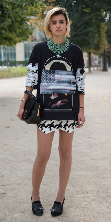 white-mini-skirt-houndstooth-print-black-sweater-sweatshirt-graphic-necklace-bob-blonde-black-bag-black-shoe-pumps-fall-winter-lunch.jpg
