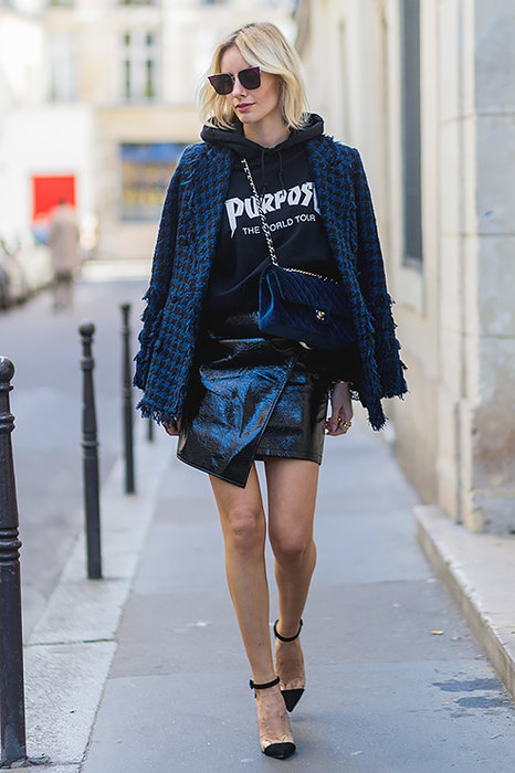 black-mini-skirt-patent-leather-black-sweater-sweatshirt-graphic-blue-navy-jacket-blazer-tweed-blonde-sun-blue-bag-black-shoe-pumps-fall-winter-lunch.jpg
