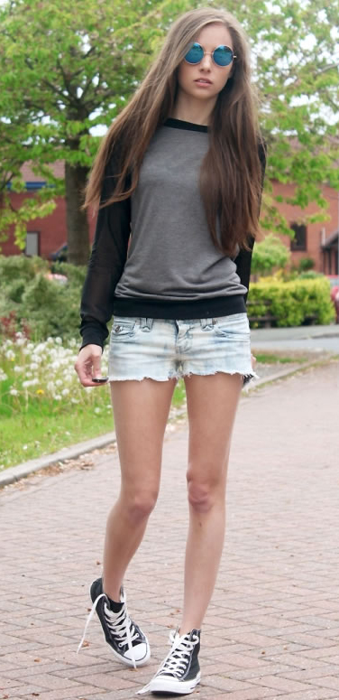 blue-light-shorts-black-sweater-sweatshirt-howtowear-fashion-style-outfit-spring-summer-sun-black-shoe-sneakers-denim-hairr-weekend.jpg