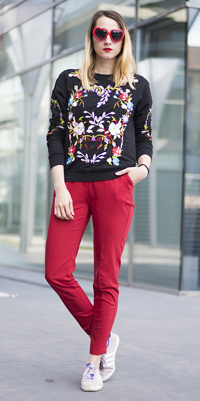 red-joggers-pants-black-sweater-sweatshirt-embroidered-blonde-sun-white-shoe-sneakers-fall-winter-weekend.JPG
