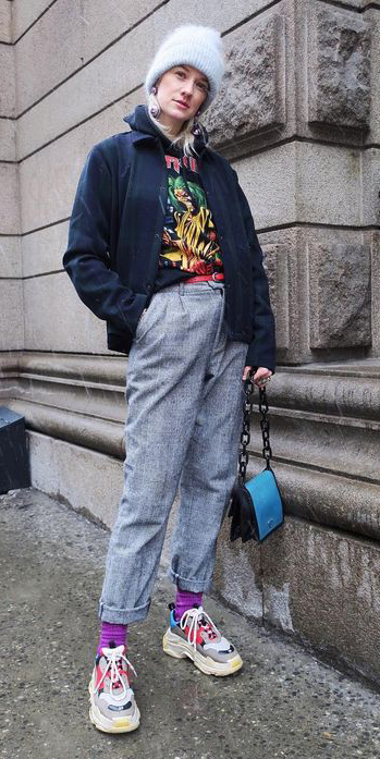 grayl-joggers-pants-blue-bag-socks-white-shoe-sneakers-black-sweater-sweatshirt-graphic-beanie-blonde-layer-fall-winter-weekend.jpg