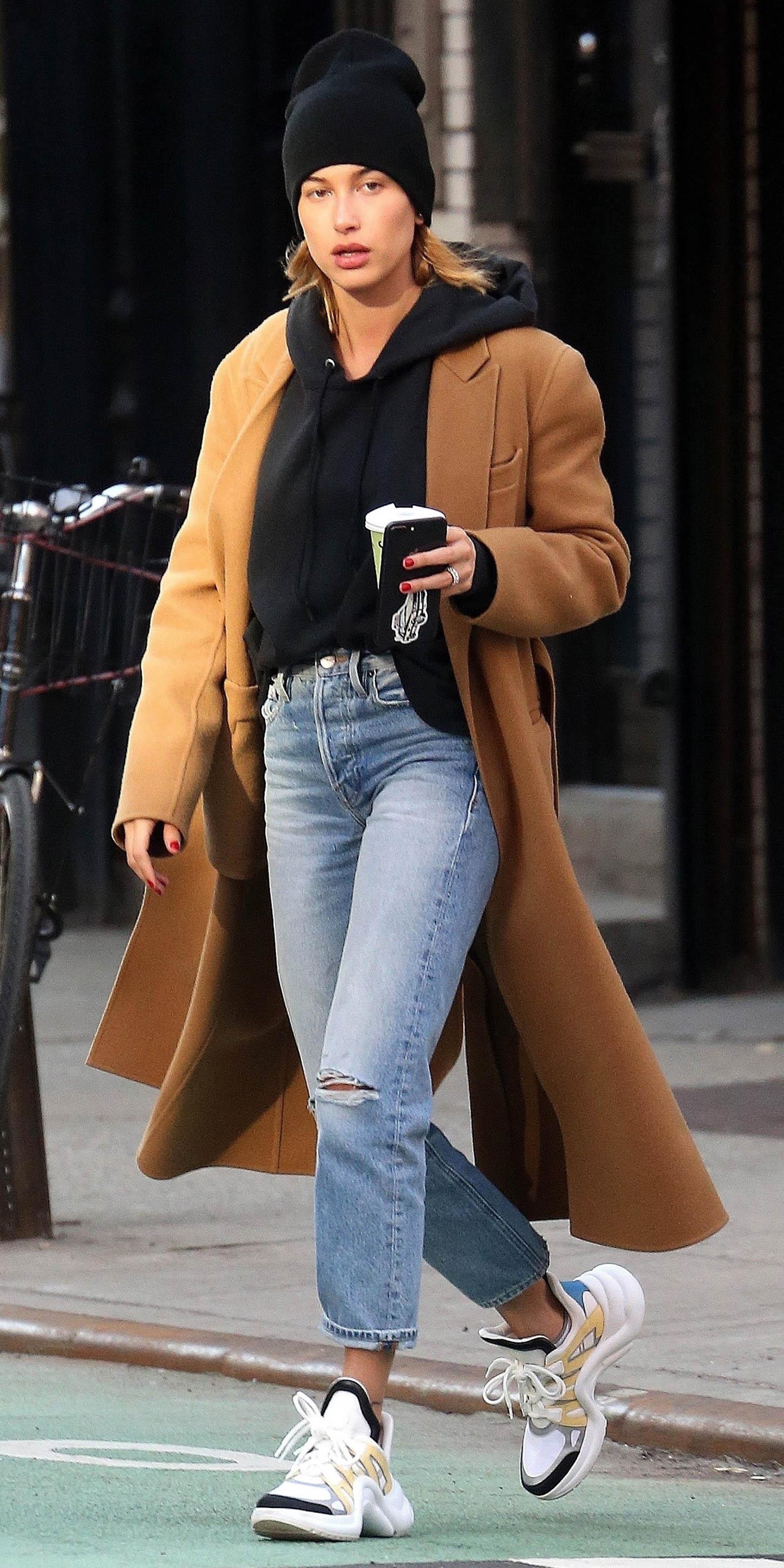 blue-light-crop-jeans-black-sweater-sweatshirt-hoodie-camel-jacket-coat-white-shoe-sneakers-dad-chunky-haileybaldwin-blonde-beanie-fall-winter-weekend.jpg