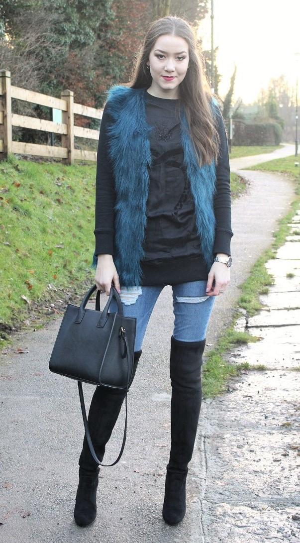 blue-med-skinny-jeans-black-sweater-sweatshirt-blue-med-vest-fur-black-bag-black-shoe-boots-otk-brun-fall-winter-dinner.jpg