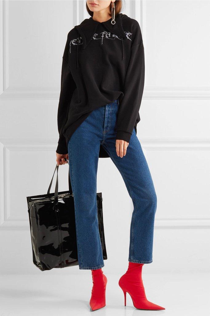 blue-med-crop-jeans-black-sweater-sweatshirt-hairr-black-bag-tote-red-shoe-booties-fall-winter-lunch.jpg