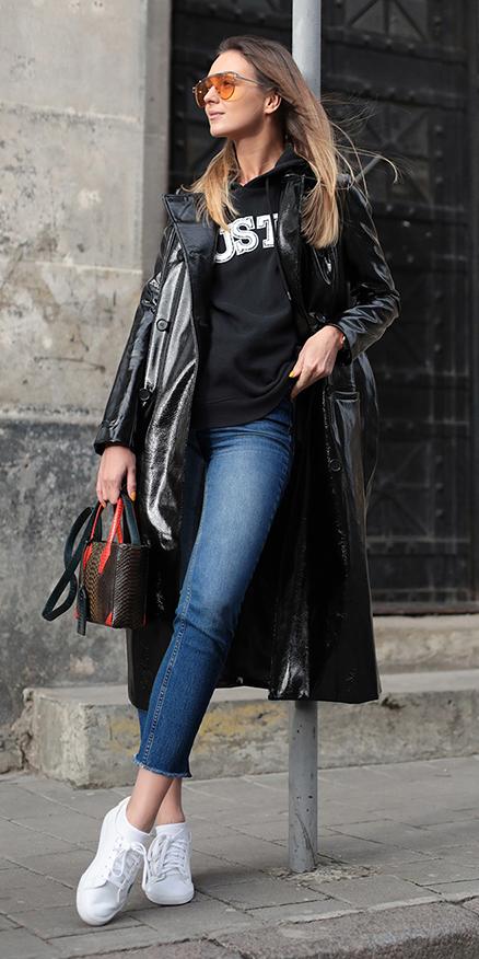 blue-med-skinny-jeans-white-shoe-sneakers-sun-hairr-black-sweater-sweatshirt-black-jacket-coat-trench-fall-winter-weekend.jpg