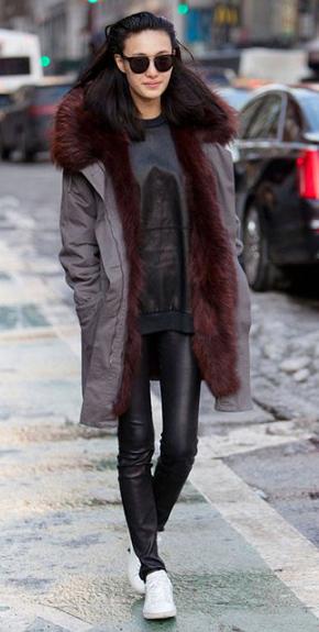black-leggings-white-shoe-sneakers-brun-sun-black-sweater-sweatshirt-grayd-jacket-coat-parka-fall-winter-weekend.jpg