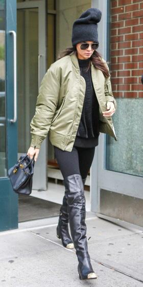 black-leggings-black-sweater-sweatshirt-green-olive-jacket-bomber-beanie-sun-black-bag-black-shoe-boots-otk-kendall-jenner-fall-winter-brun-weekend.jpg