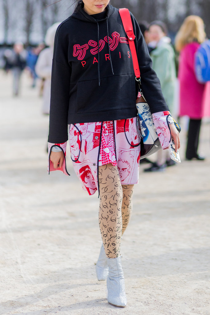 pink-light-dress-shirt-print-black-sweater-sweatshirt-hoodie-tan-tights-white-shoe-booties-spring-summer-lunch.jpg