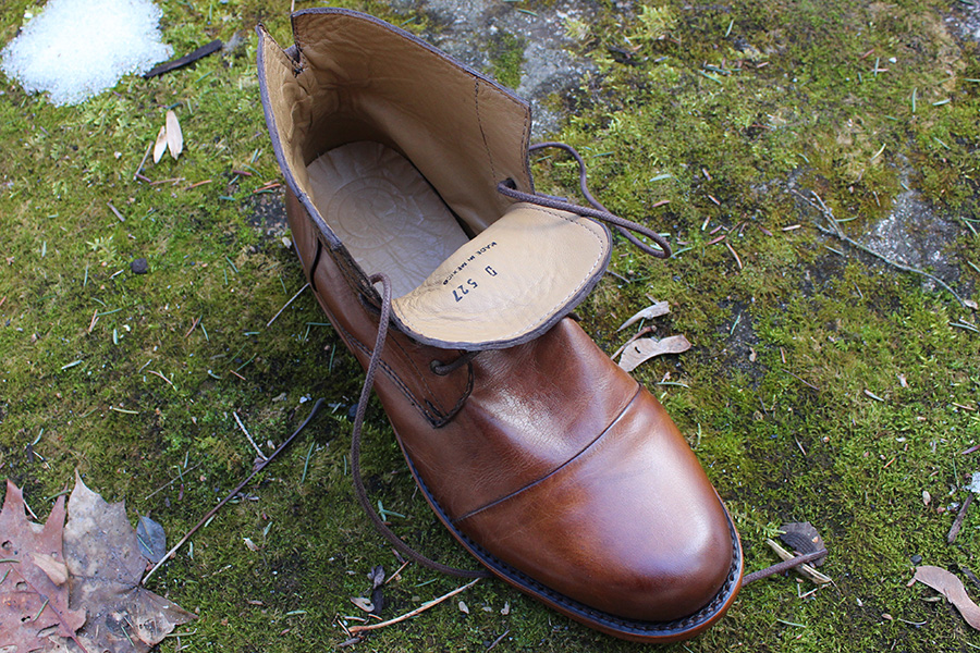 Leather glove lining and removable footbed on the Sutro Alder