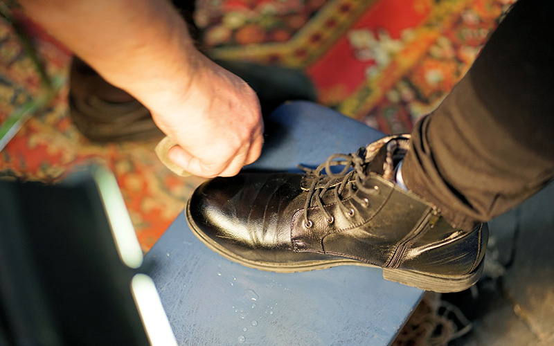 how-to-get-salt-stains-off-leather-boots.jpg