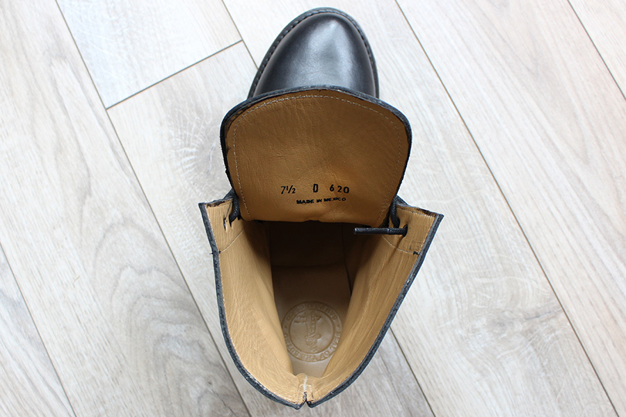 Sutro's full leather glove lining and cushioned footbed