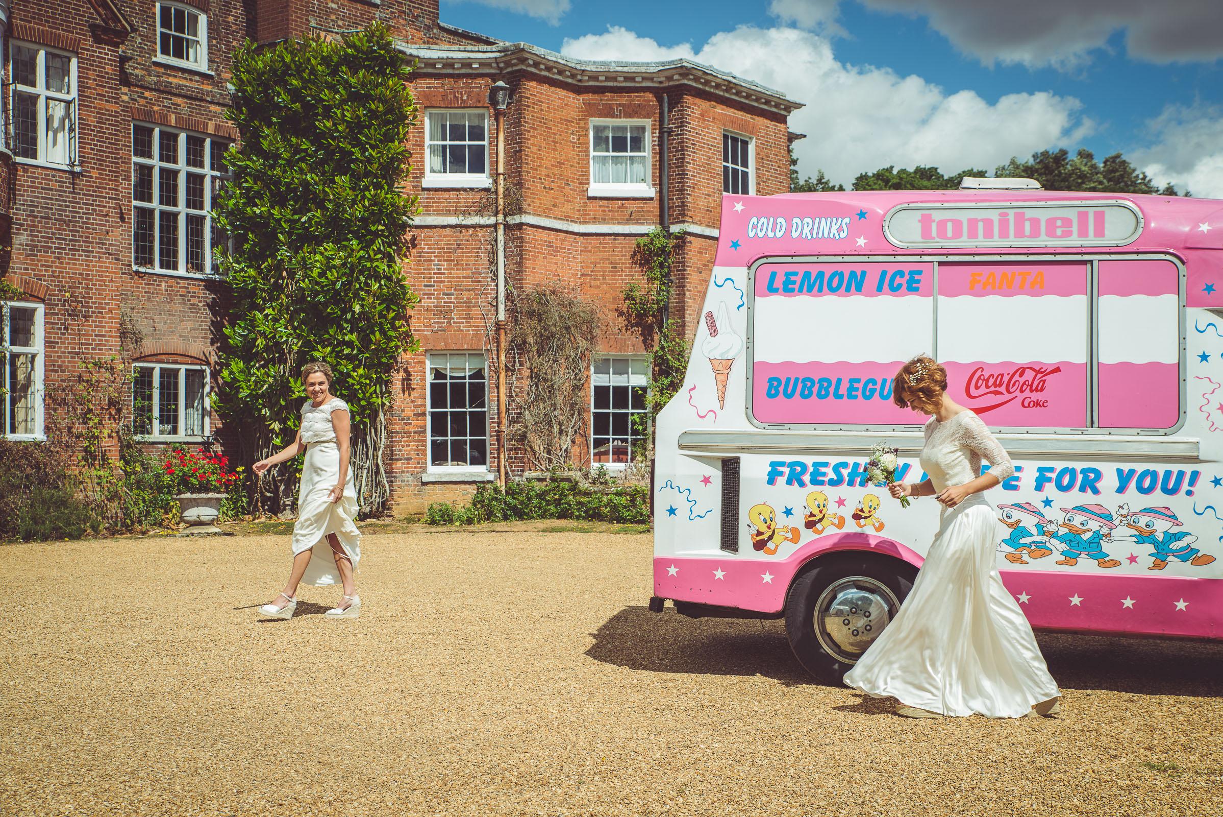 Hitchin_wedding_St_Pauls_Waldenbury_Royston_Wedding_Photographer-9.jpg