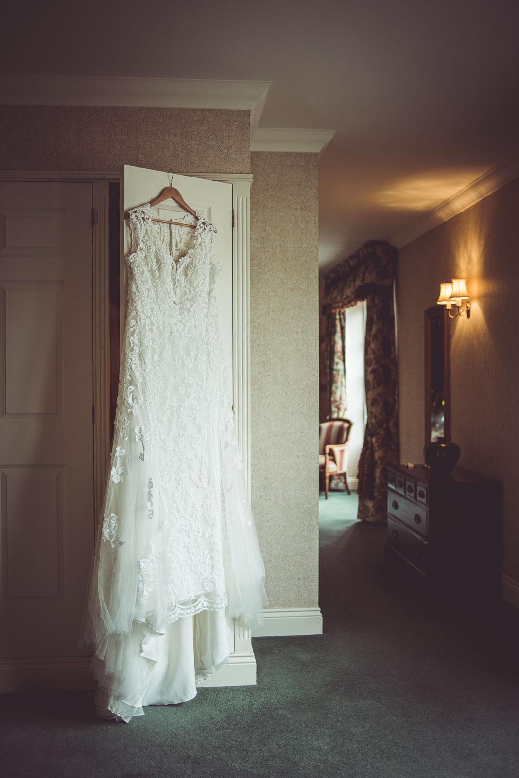 Lutonhoo-wedding-Bedfordshire-Datchworth-Tewinburyfarm-7.jpg