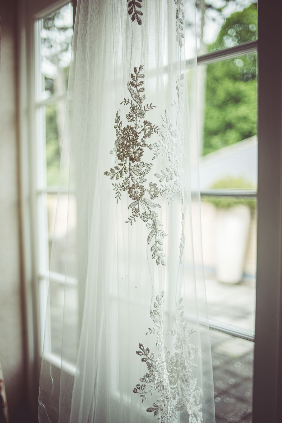 Lutonhoo-wedding-Bedfordshire-Datchworth-Tewinburyfarm-9.jpg