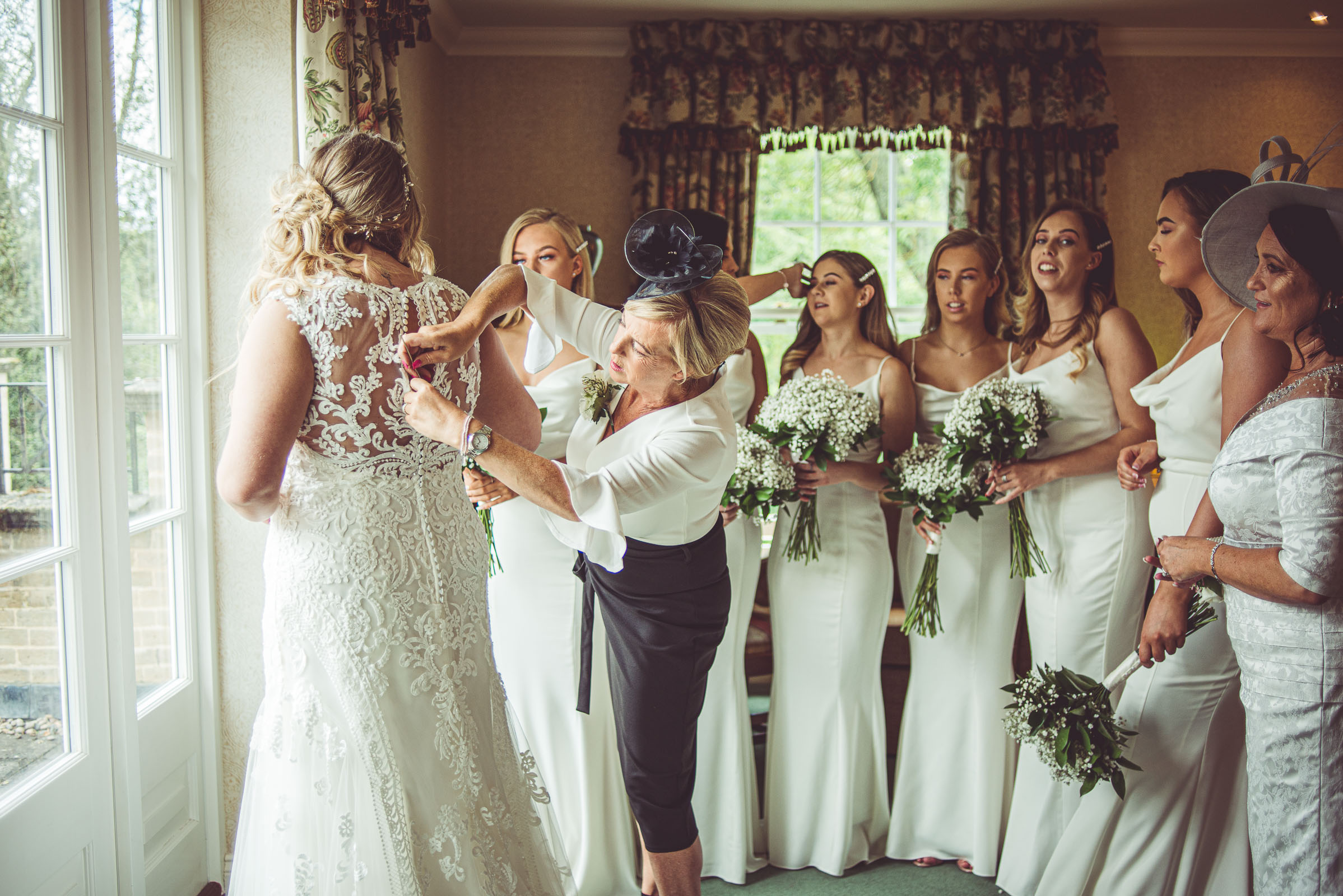 Lutonhoo-wedding-Bedfordshire-Datchworth-Tewinburyfarm-13.jpg