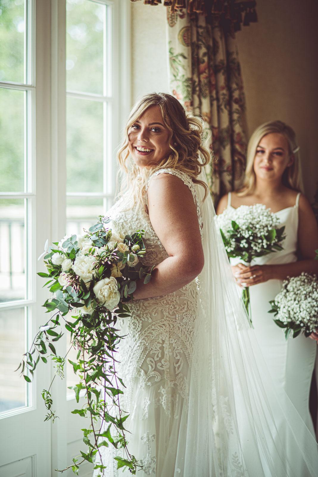 Lutonhoo-wedding-Bedfordshire-Datchworth-Tewinburyfarm-19.jpg