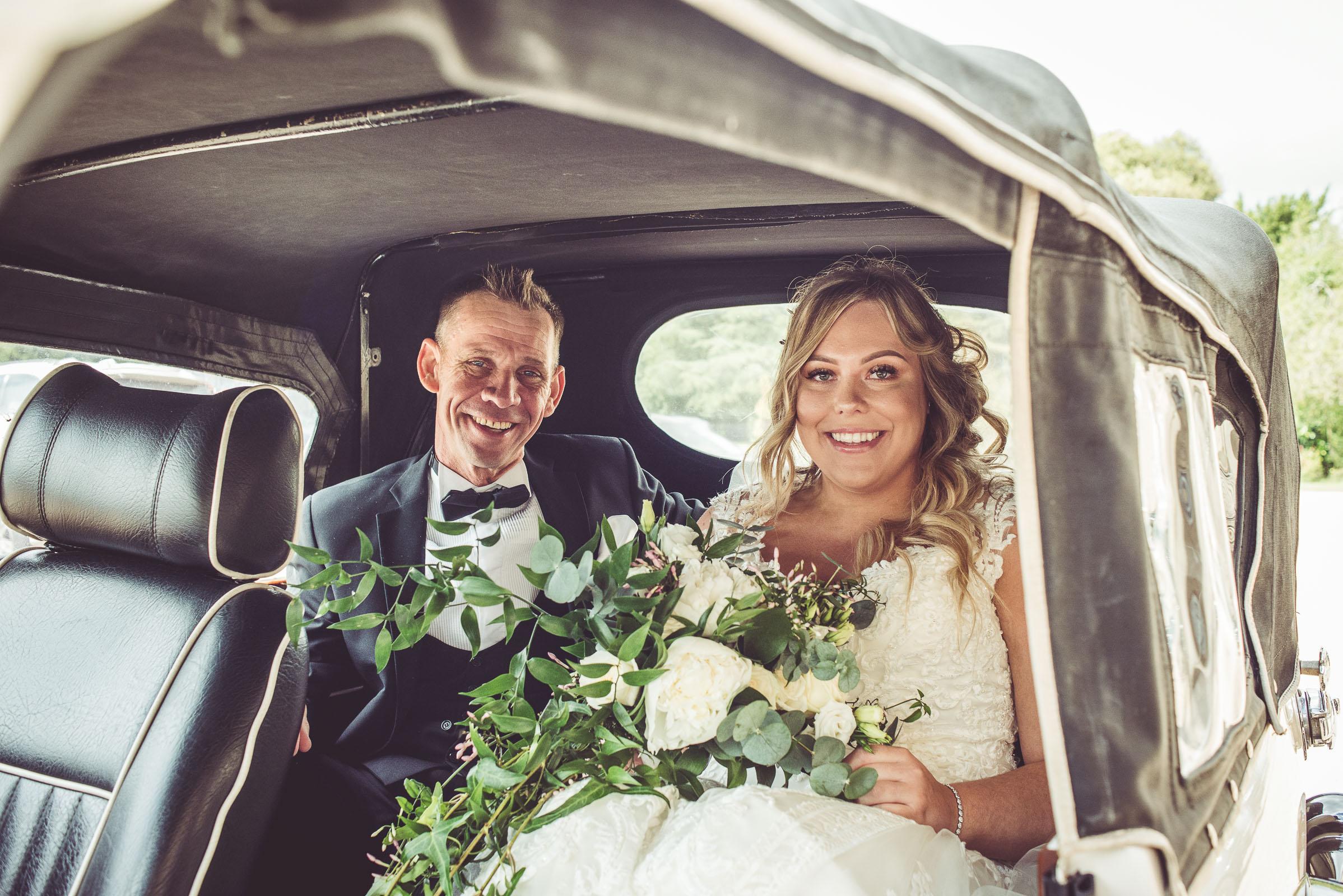 Lutonhoo-wedding-Bedfordshire-Datchworth-Tewinburyfarm-30.jpg