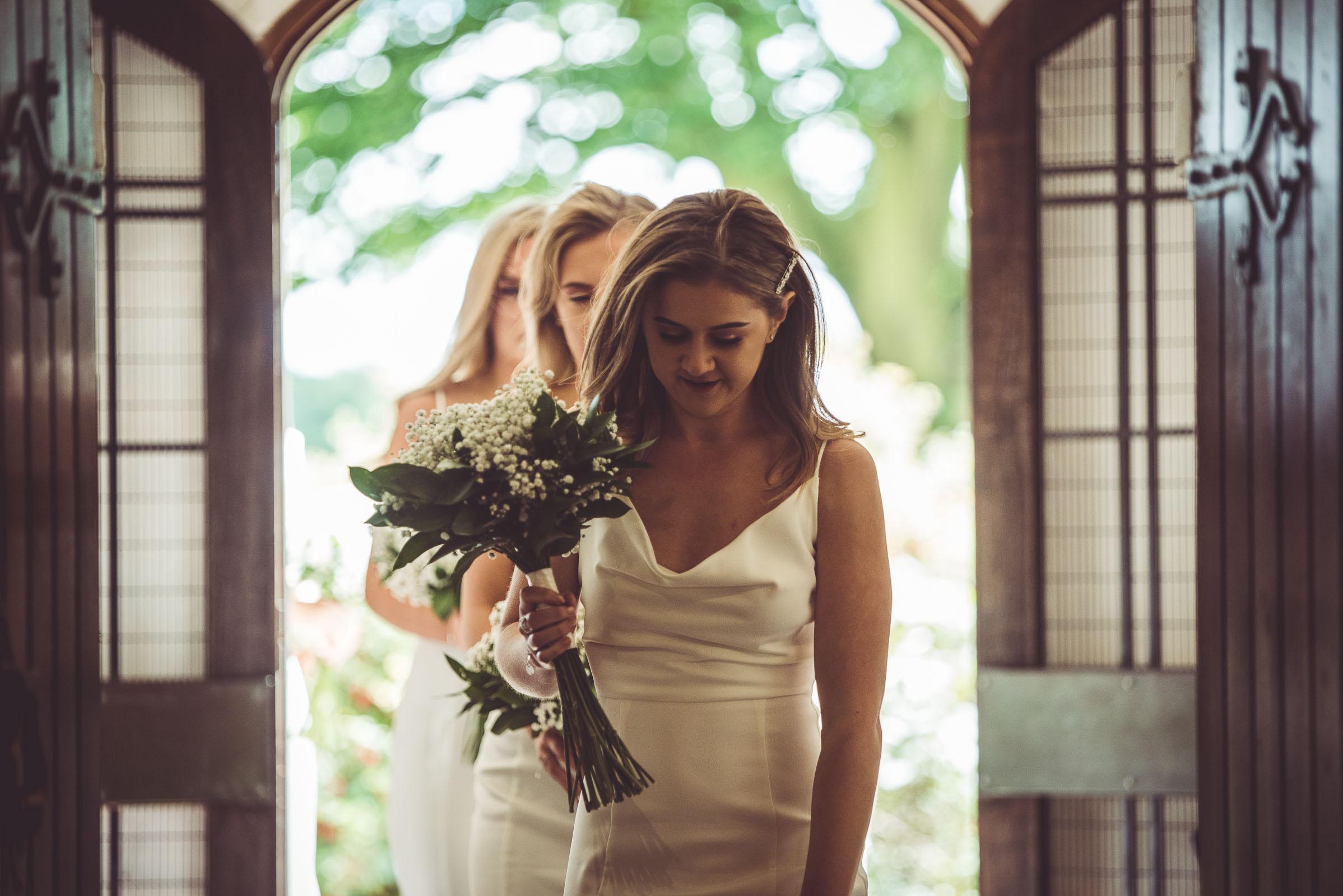 Lutonhoo-wedding-Bedfordshire-Datchworth-Tewinburyfarm-37.jpg