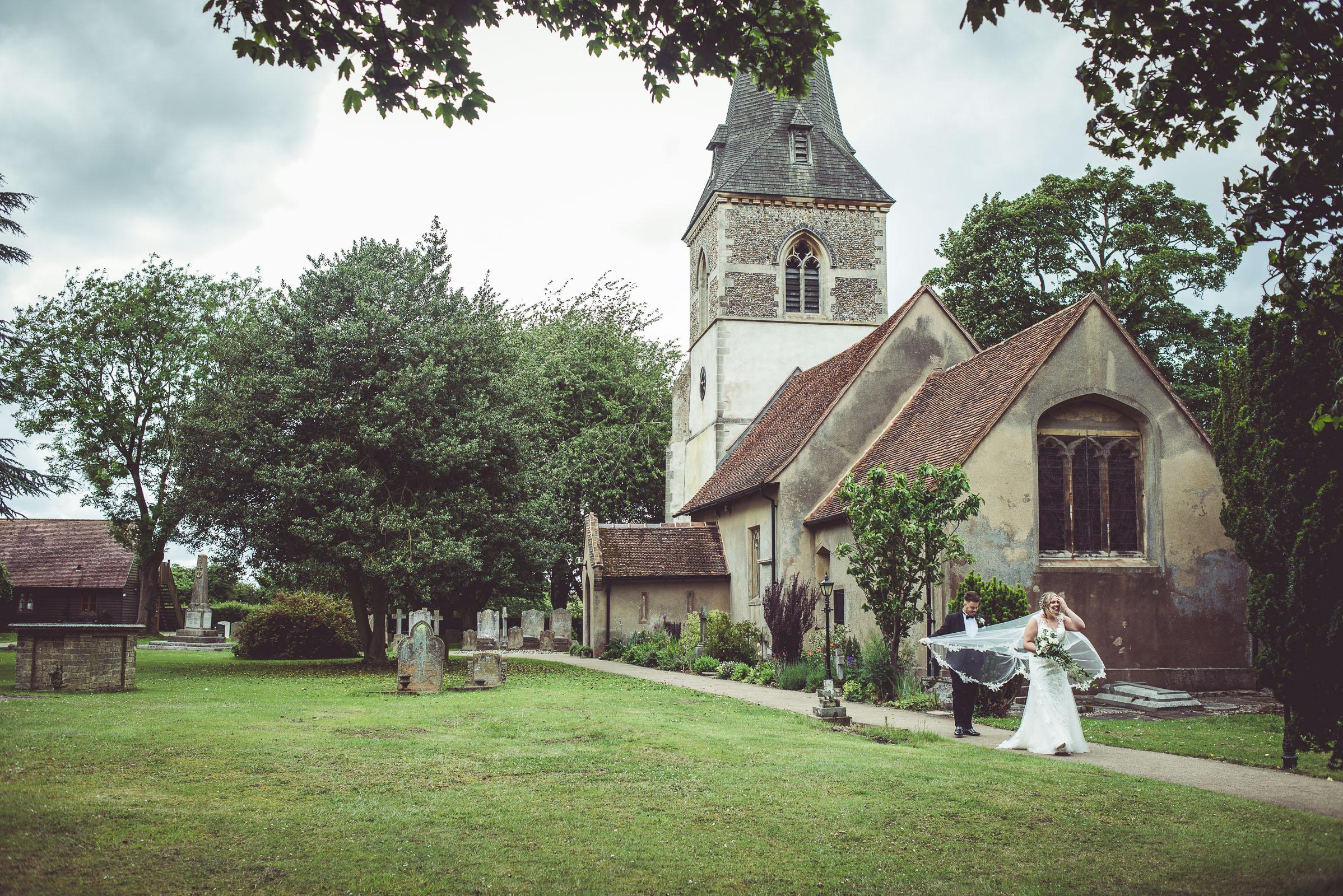 Lutonhoo-wedding-Bedfordshire-Datchworth-Tewinburyfarm-55.jpg