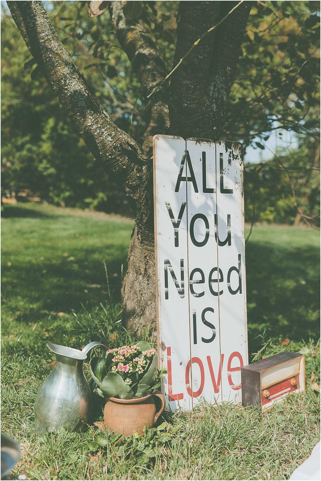 "Holzschild ""All you need ist Love"""