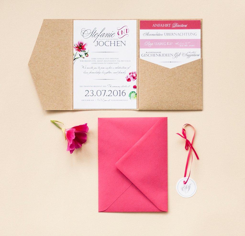 Pocketeinladung offen mit Cork-Umschlag, Anhänger und linkem Briefumschlag