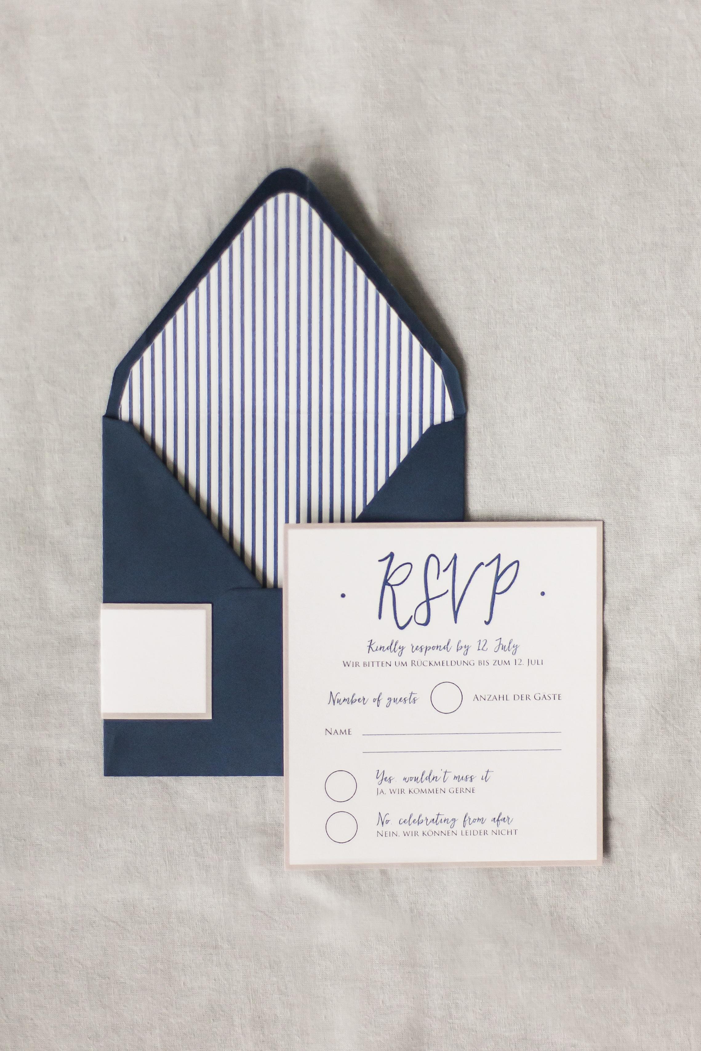 Antwortkarte Vorderseite mit Briefumschlag, Liner und Adressaufkleber