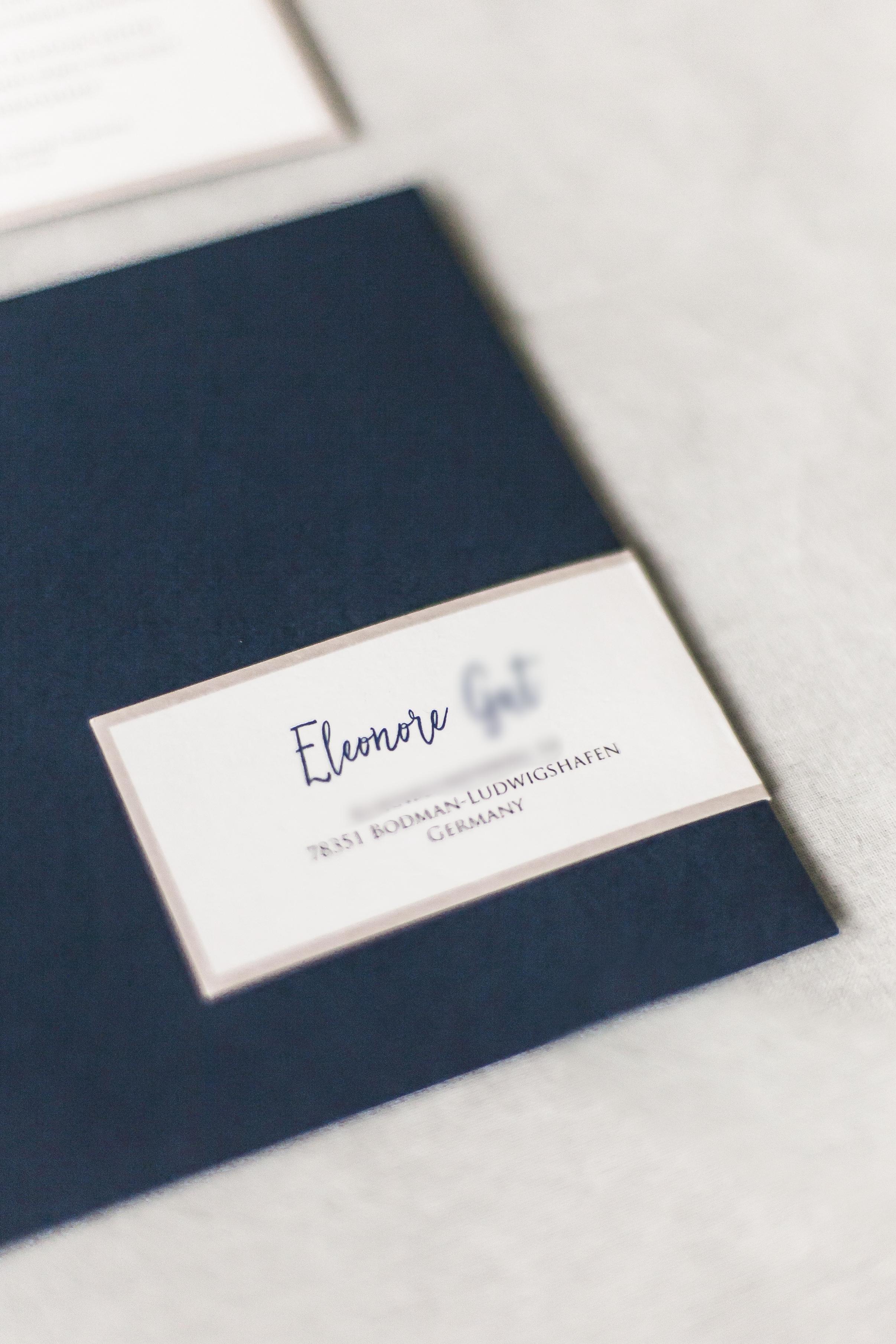Briefumschlag mit Adressaufkleber für jeden Gast