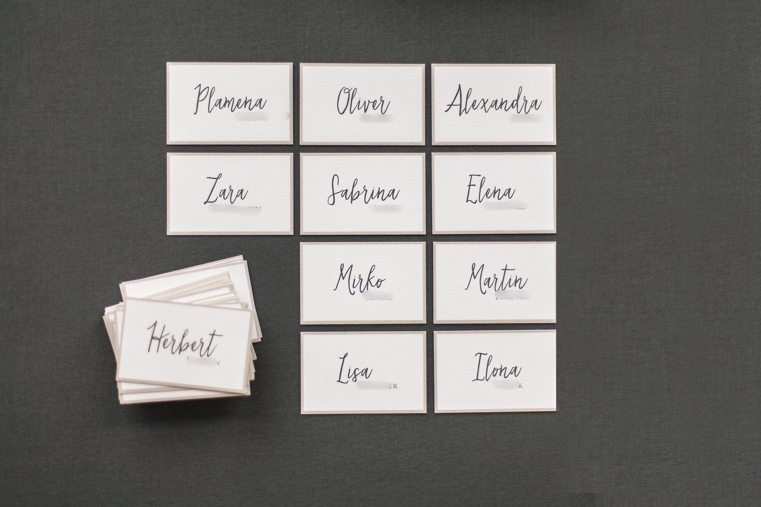 Namensschilder für die Tische (hier ohne Blau, ist aber auch änderbar)