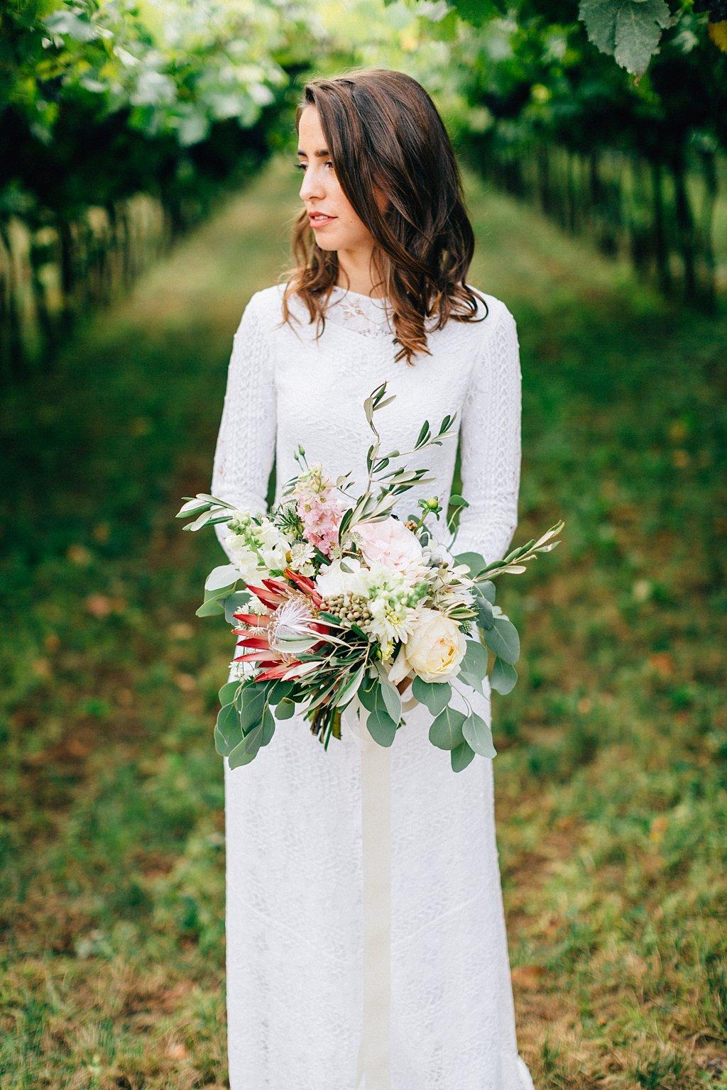 Brautstrauß mit Eukalyptus und Protea
