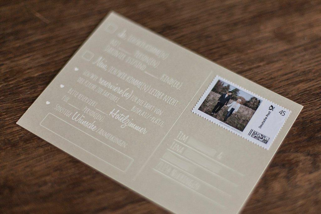 Rückseite Antwortkarte (Postkarte) mit individueller Briefmarke