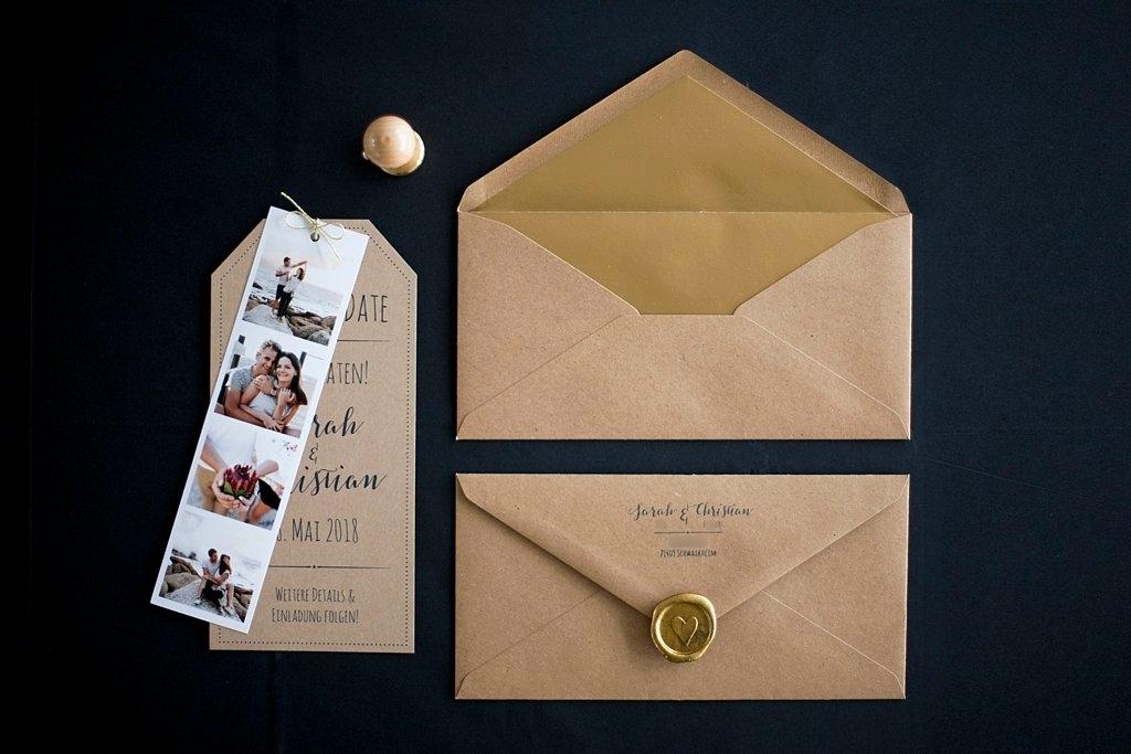 Kraftpapier Save the Date Karte mit Briefumschlag, Siegelstempel und Fotostreifen