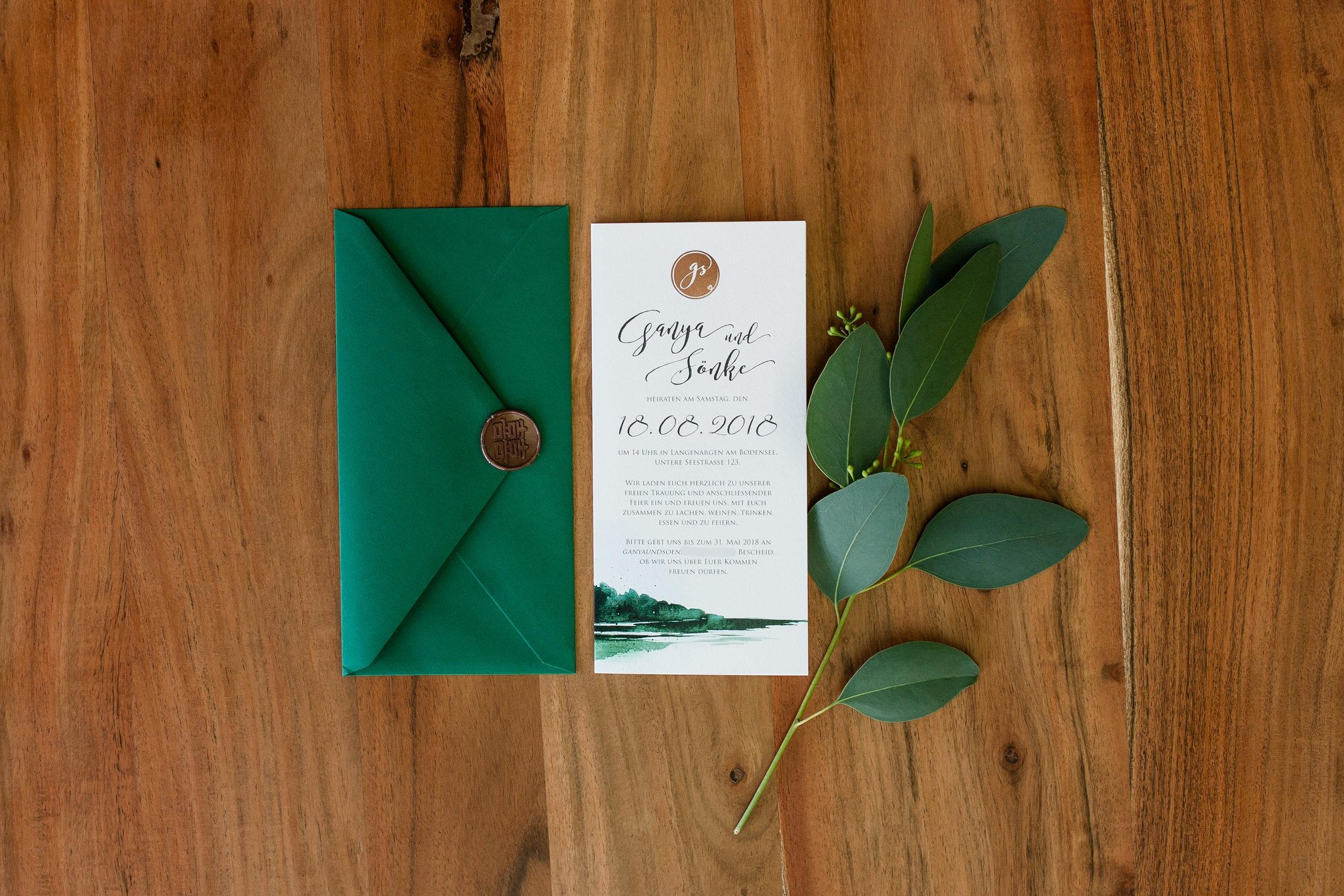 Einladung geschlossen mit grünem Briefumschlag