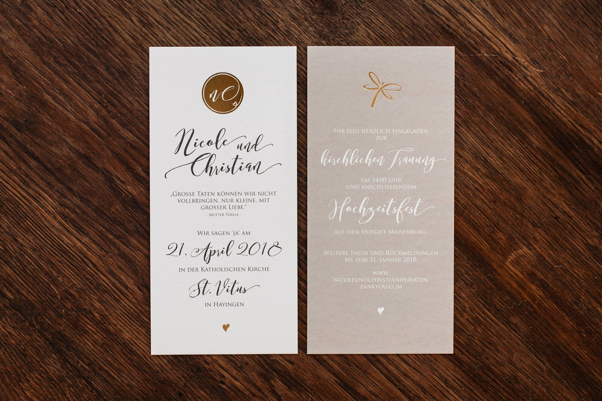 Einladung, zwei Karten einseitig bedruckt, mit Goldveredelung