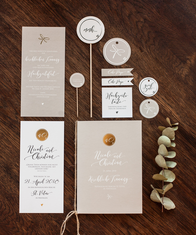 Einladung mit Goldveredelung (zwei Karten einseitig bedruckt), Kirchenheftumschlag und Candytable Papeterie