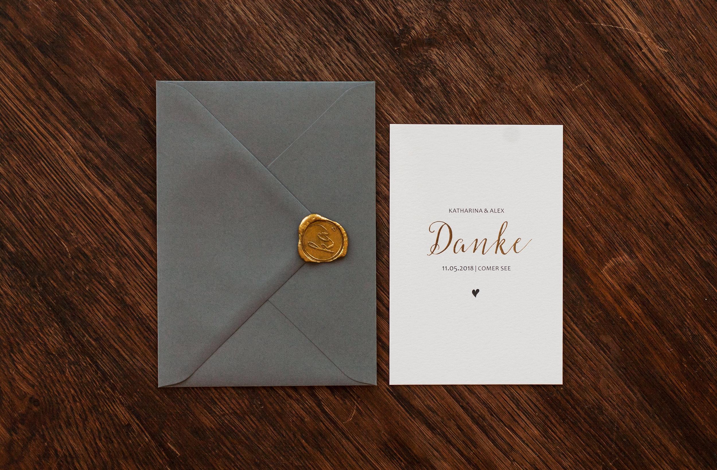 Dankeskarte, mit grauem Briefumschlag und goldenem Siegel