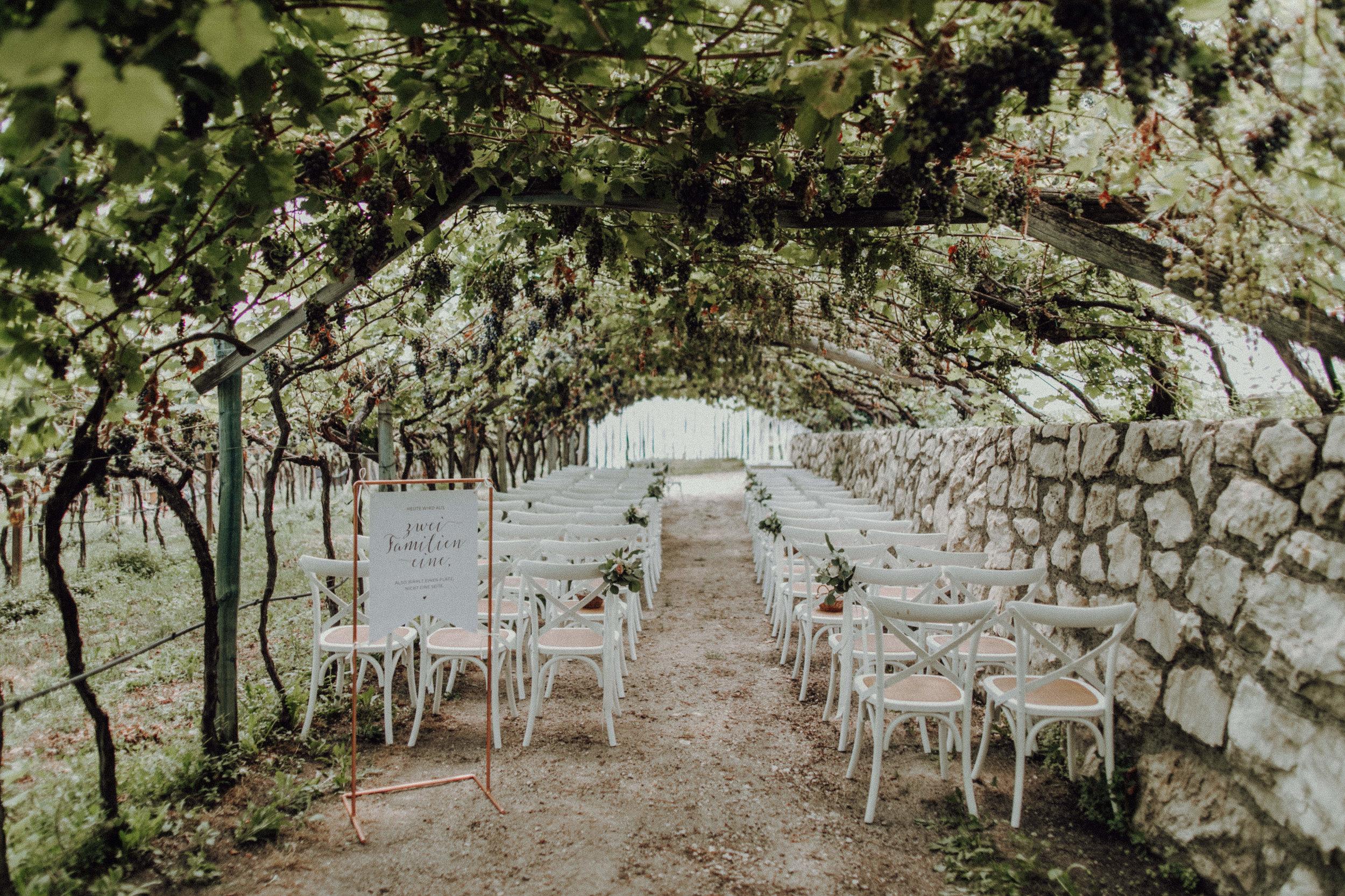Trauung Weinberge Südtirol Italienhochzeit Bohostyle, Crossback Chairs