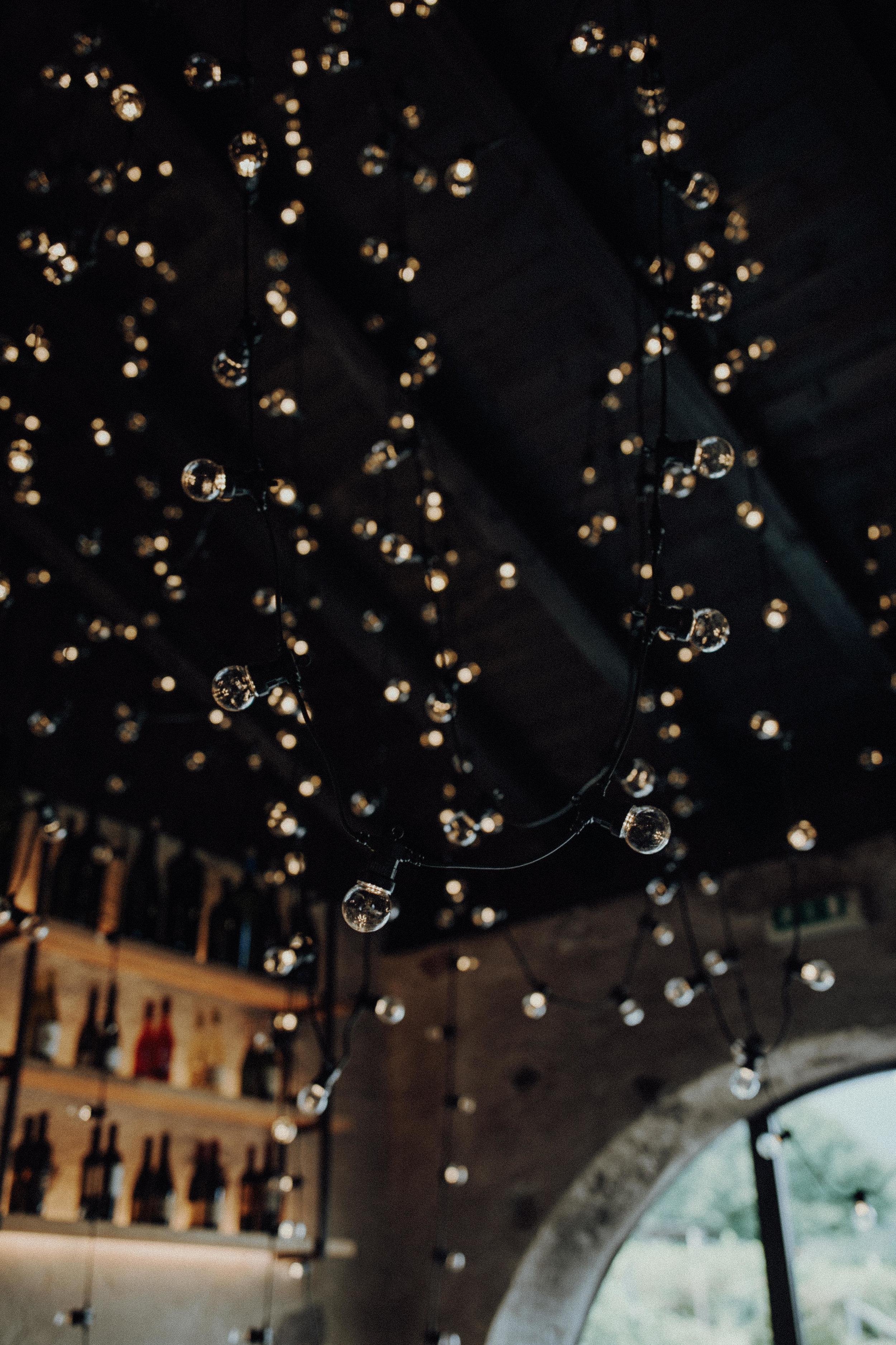 Deckendekoration Glühbirnen Tanzfläche