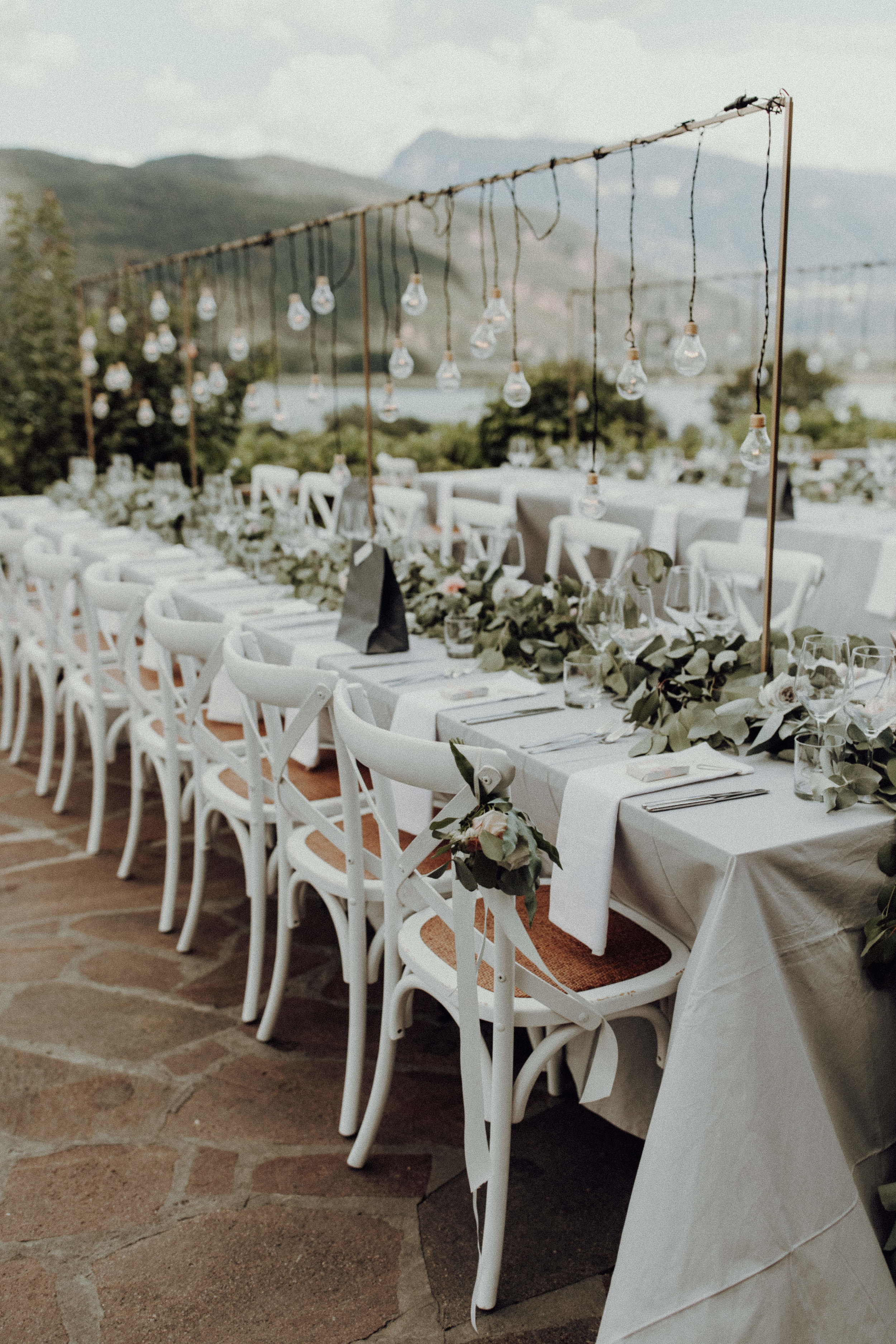 Tischdekoration Italienhochzeit Bohostyle Industrial Design Eukalyptus Crossback Chairs