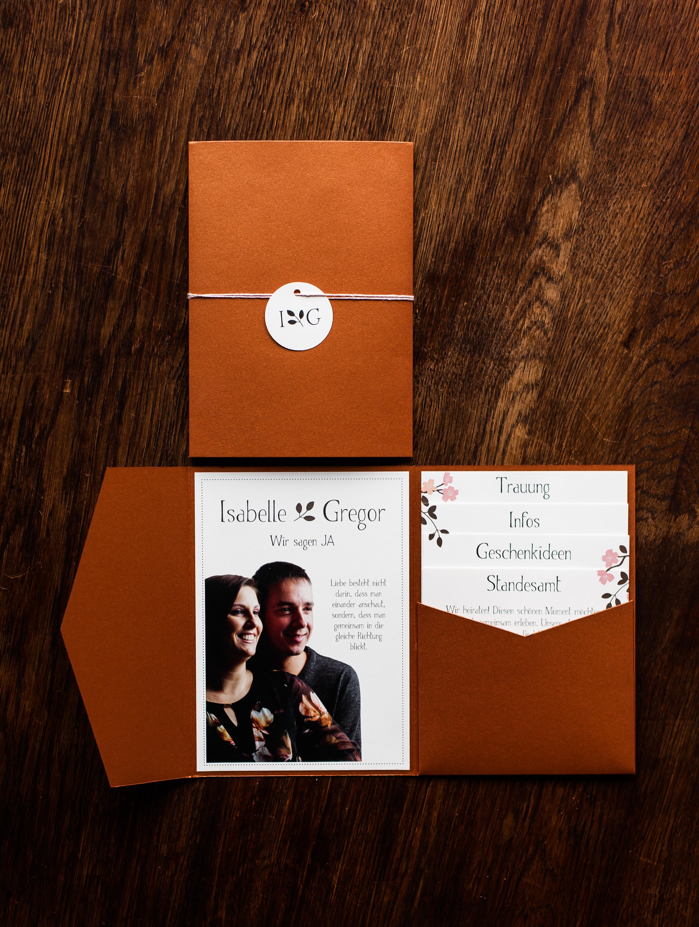 Pocketfold Einladung Kupfer mit Anhänger, Einladungsschreiben und vier Einschüben