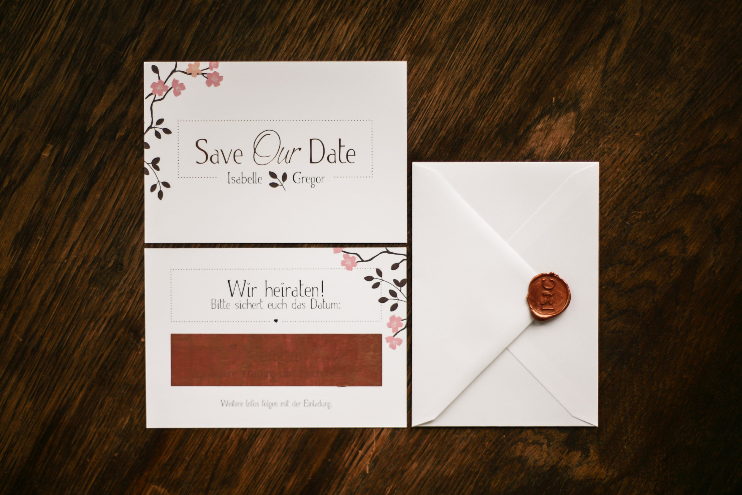 Save the Date Karte mit Kupferveredelung und Rubbelfeld (Vorder- und Rückseite) und Briefumschlag mit Siegelstempel Kupfer