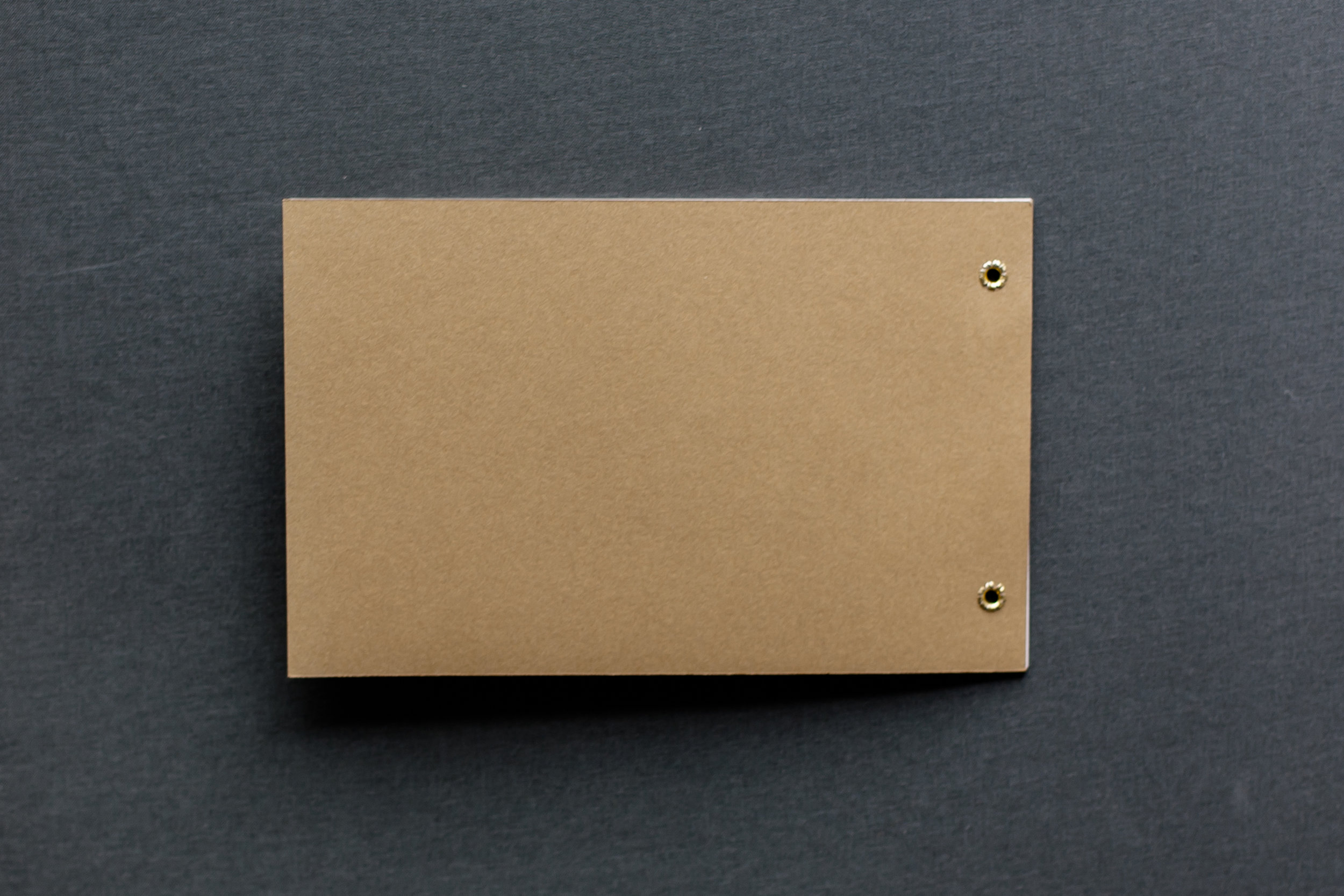 Booklets Einladung, geschlossen, Rückseite, Kraftpapier
